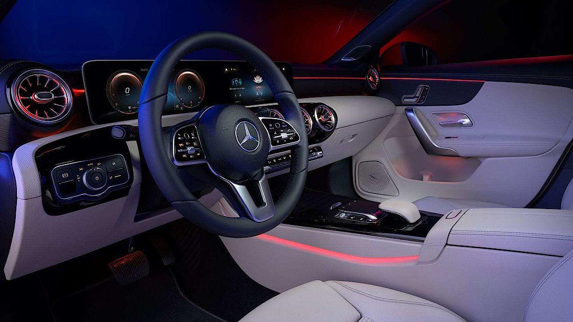 Mercedes-Benz CLA Interieur Highlights mit MBUX