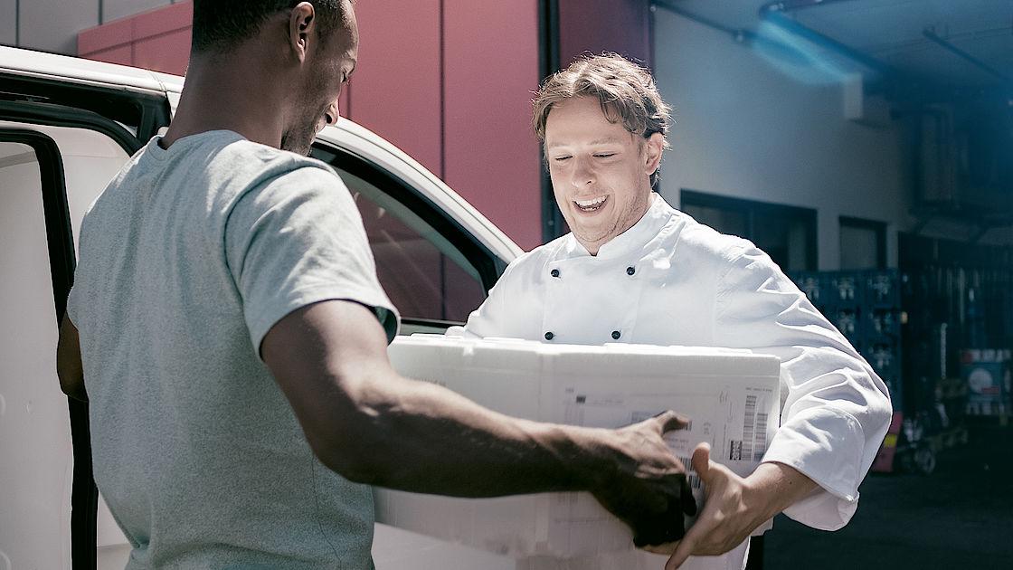 Planen Sie Touren und kommunizieren Sie schnell und direkt über Mercedes PRO