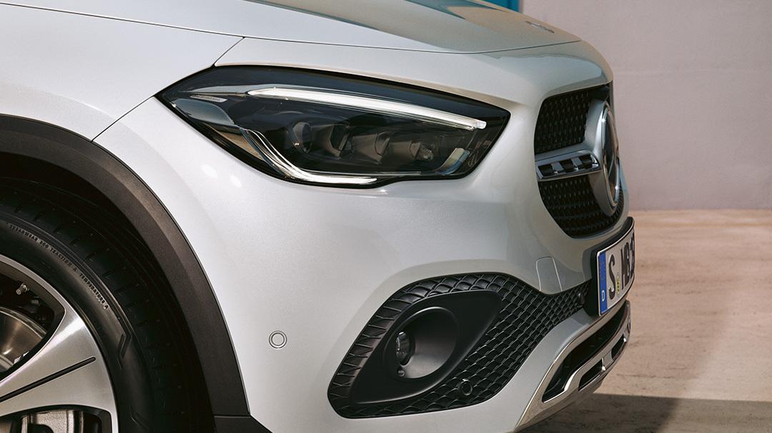 Mercedes-Benz-GLA-Senger-Front