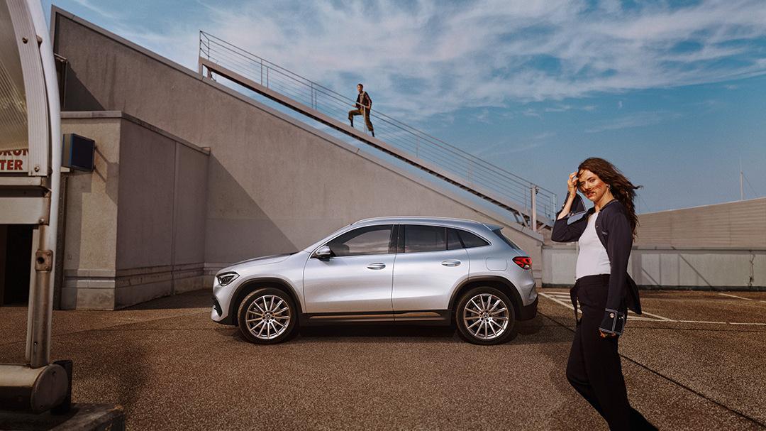 Mercedes-Benz-GLA-Senger-Seitenansicht