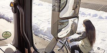 Mercedes-Benz mit Abbiege-Assistenz