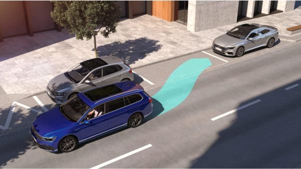 VW Passat mit Einparkhilfe